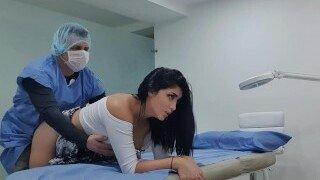 😎 Martina Smith krijgt sperma in haar poesje tijdens haar doktersafspraak