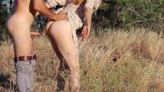 😛 Ruda Cat heeft geweldige seks op de velden