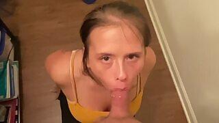 🤩 Een ruwe gezichtsneukbeurt en klaarkomen in de mond